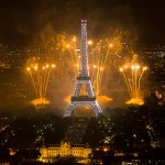 2011_Fireworks_on_Eiffel_Tower_01