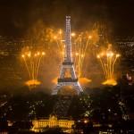 2011_Fireworks_on_Eiffel_Tower_01